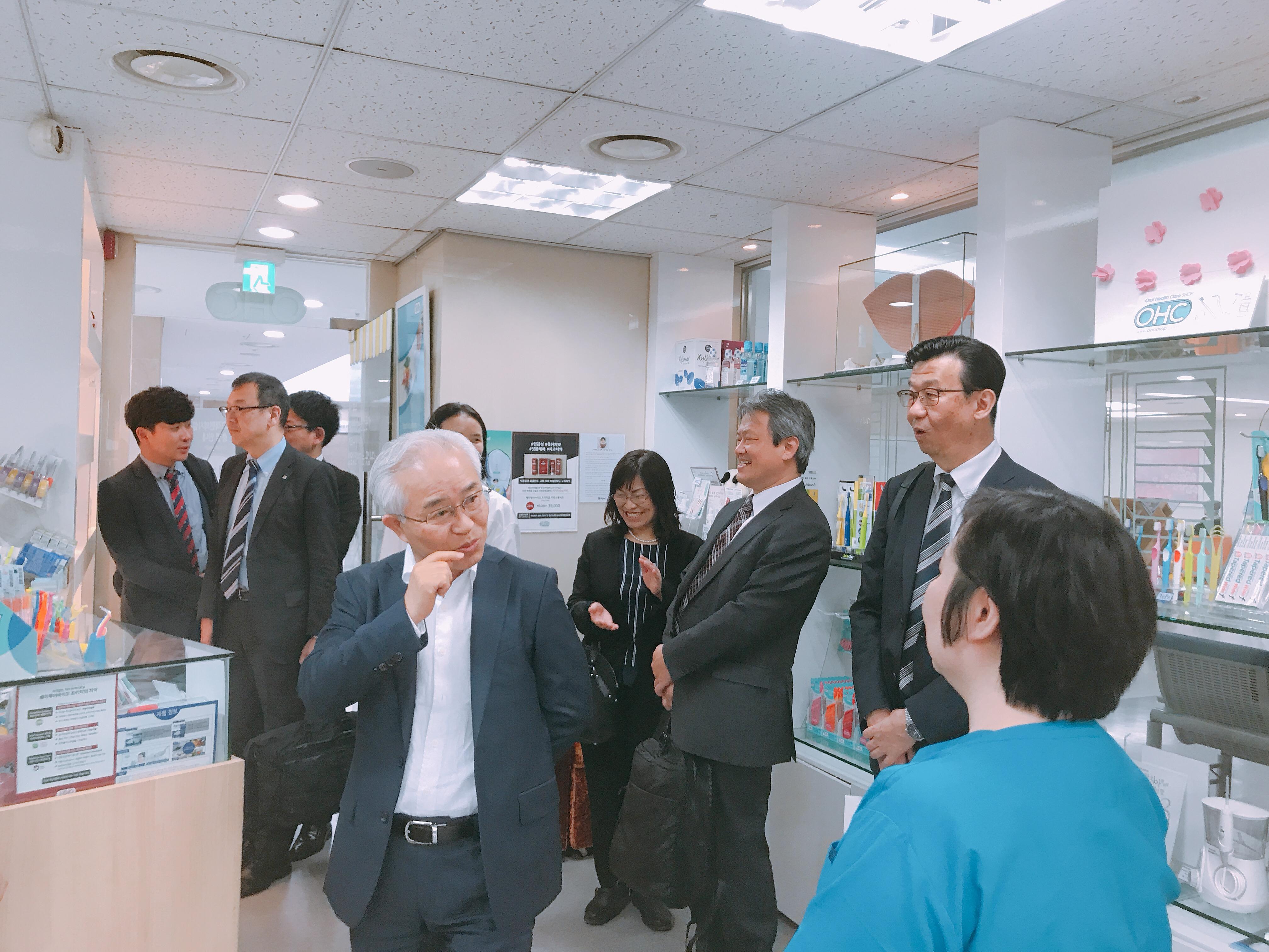 2019-5-13 일본 라이온 본사 직원 혜화방문 2.jpg