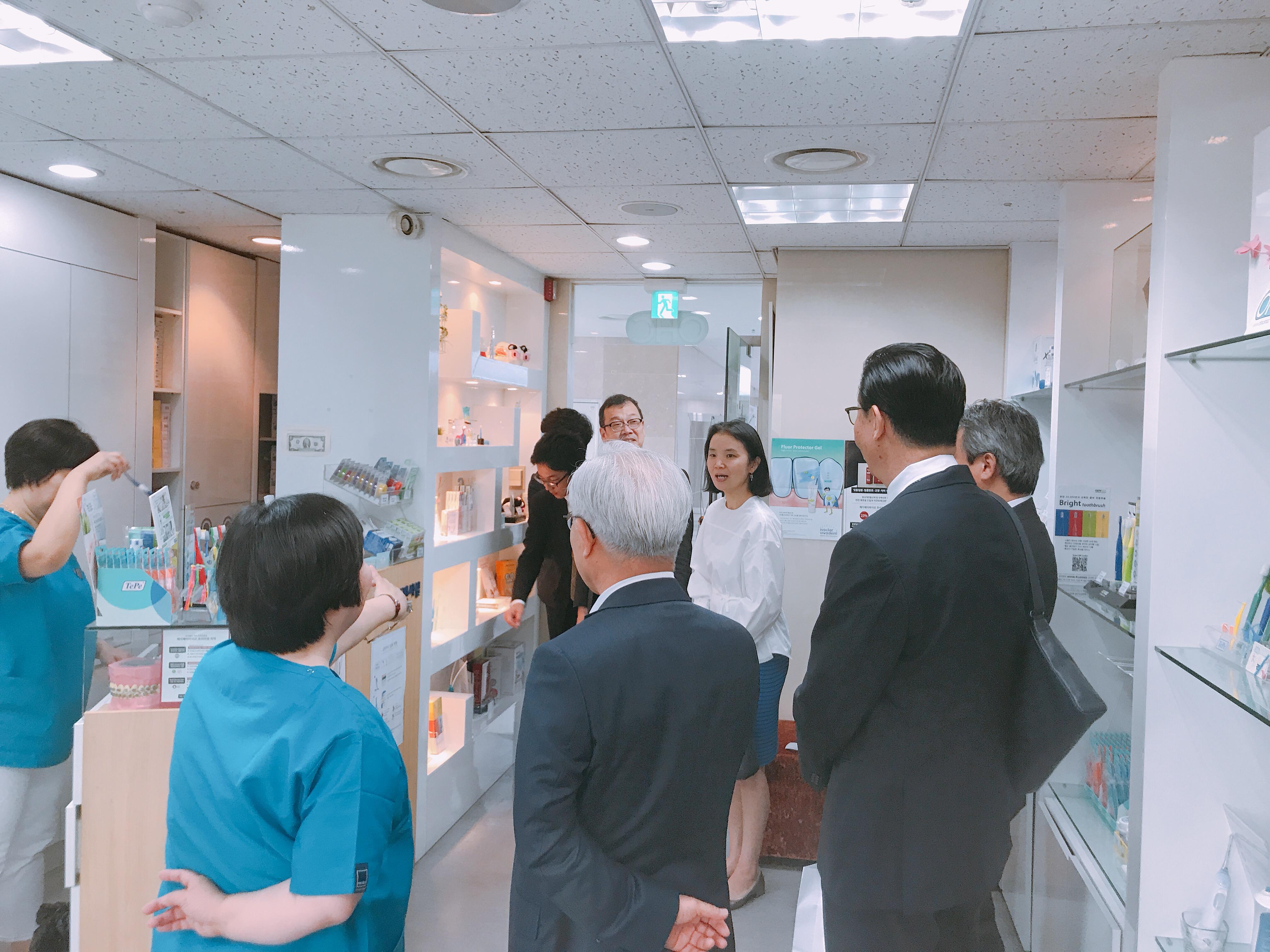 2019-5-13 일본 라이온 본사 직원 혜화방문 5.jpg